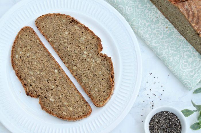 Celoražný kváskový chlieb