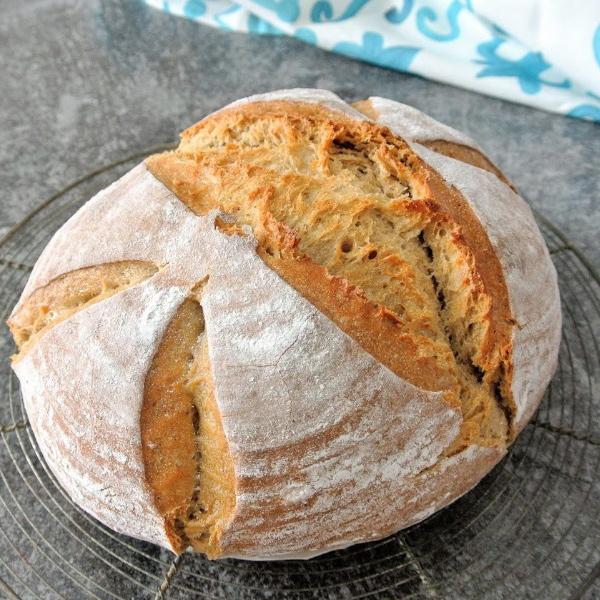 Špaldovo - ražný domáci kváskový chlieb