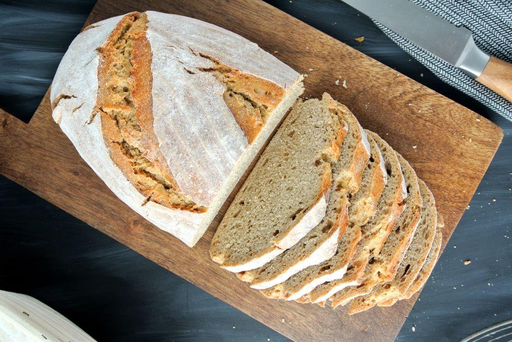 Trojzrnný kváskový chlebík s jačmennou múkou z ošatky