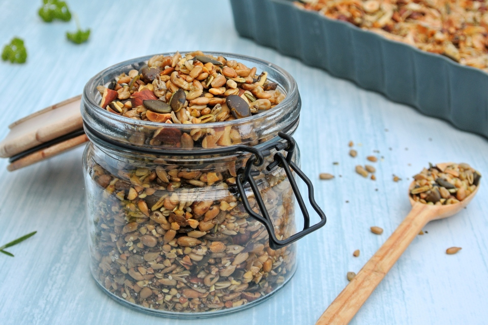 Slaná granola z orechov a semienok